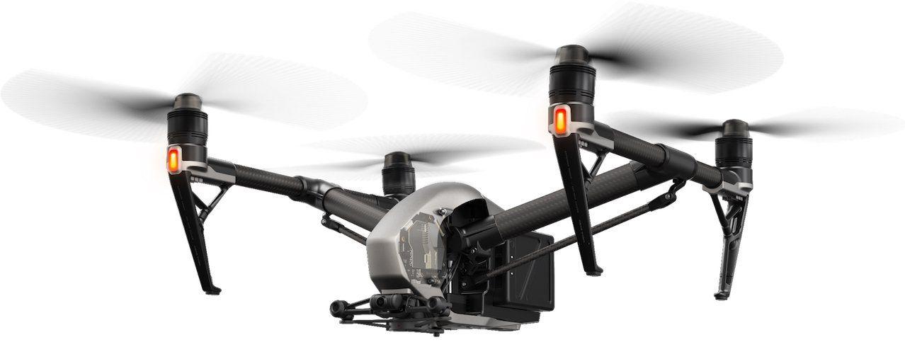 drone dji inspire 2 volando con las luces de vuelo encendidas