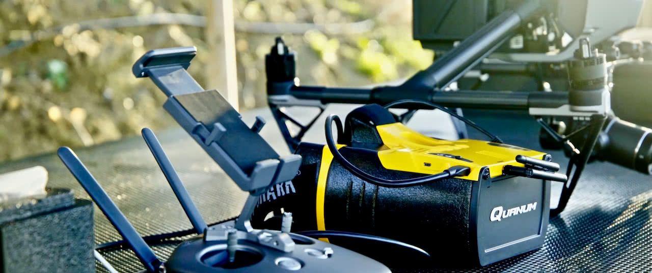 mando radio control de drone dji y gafas de vision de vuelo