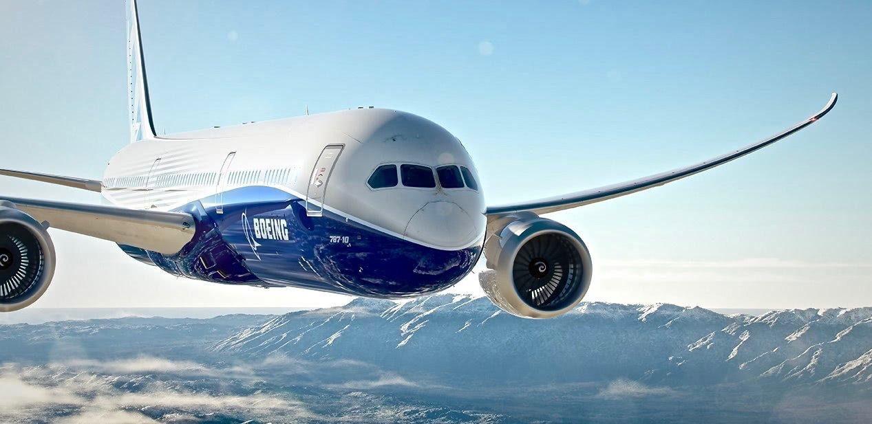 vista frontal del boeing 787 volando con cielo azul