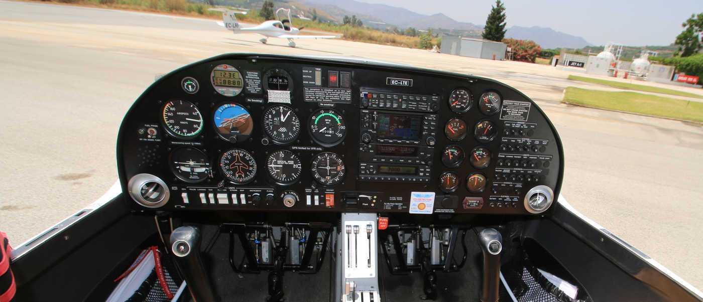 cuadro de mandos de avion ligero