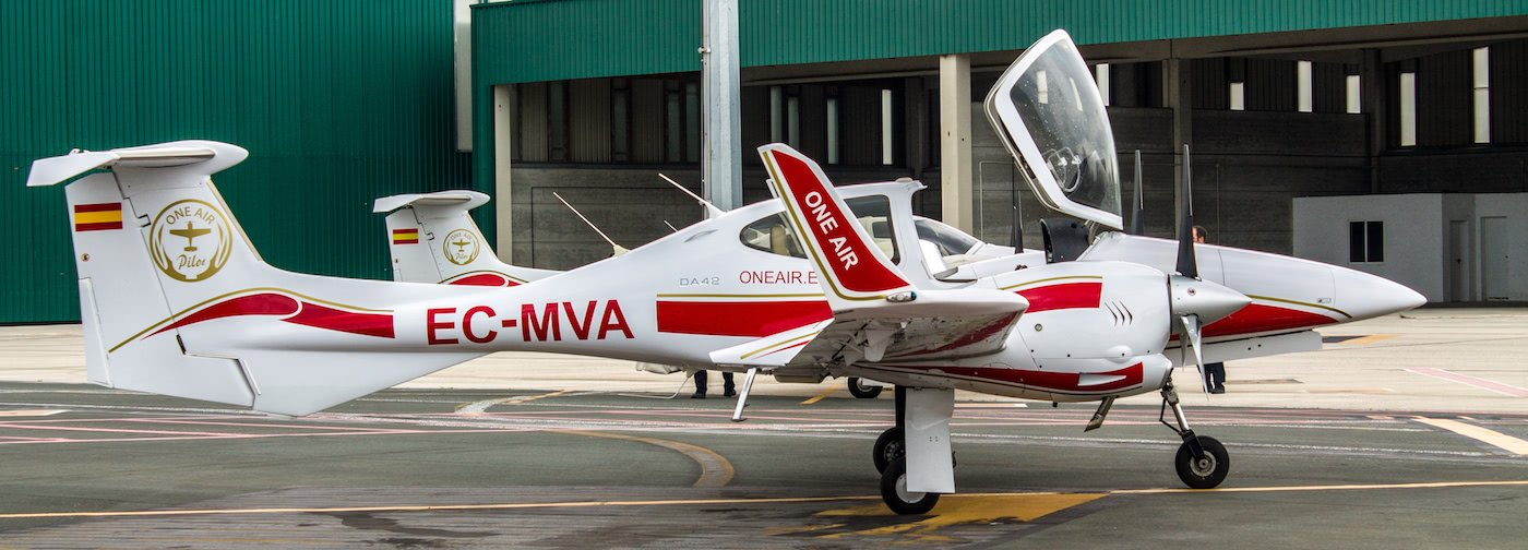aeronave diamond da42 de one air aviacion