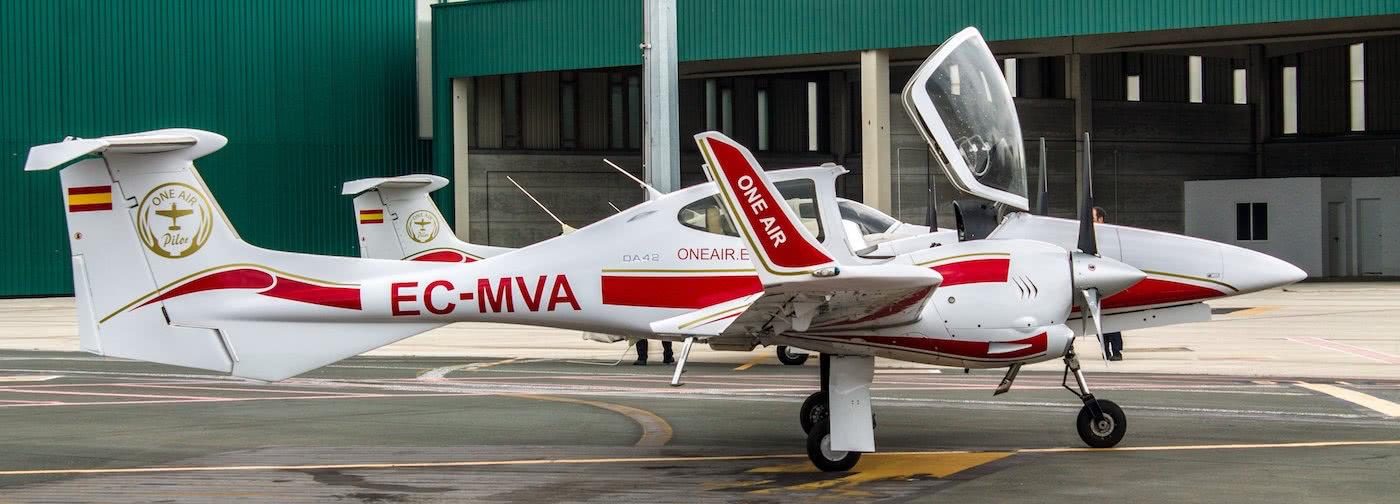 aeronave diamond da42 de one air aviacion con cabina abierta