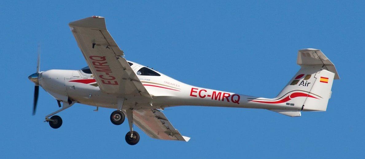 avion diamond da20 de ne air aviacion en vuelo