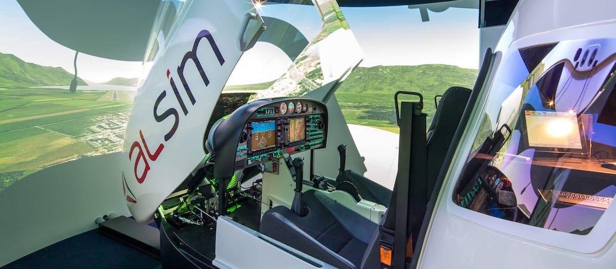 simulador de vuelo alsim al42 con cabina abierta