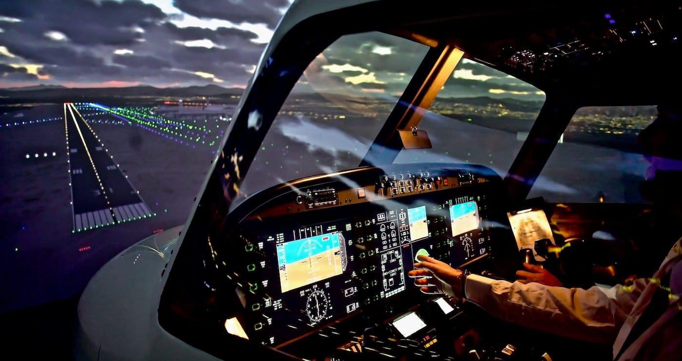 cabina de simulador de vuelo nocturno