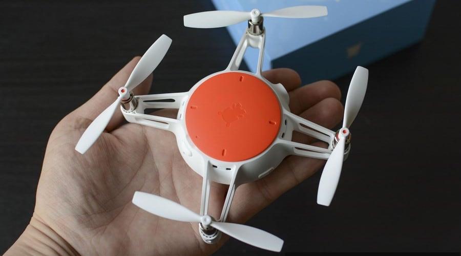 xiaomi mitu mini drone sobre palma de la mano