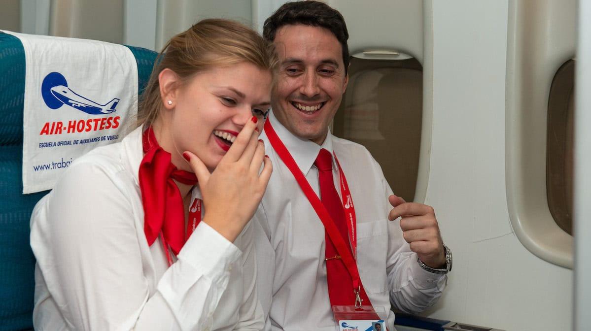 buenas opiniones de alumnos de air hostess malaga