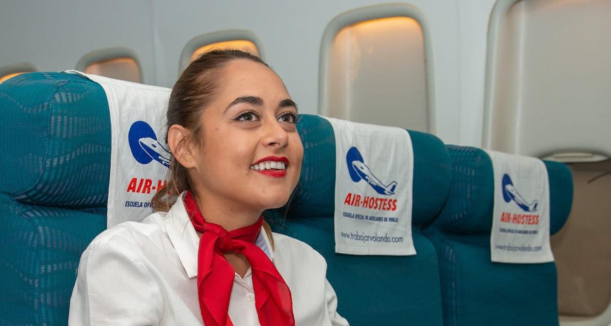 estudiante de air hostess sonriente