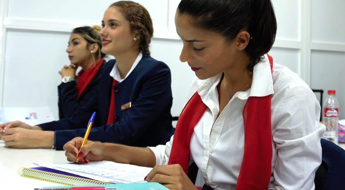alumnas del curso de tcp de air hostess malaga en clase