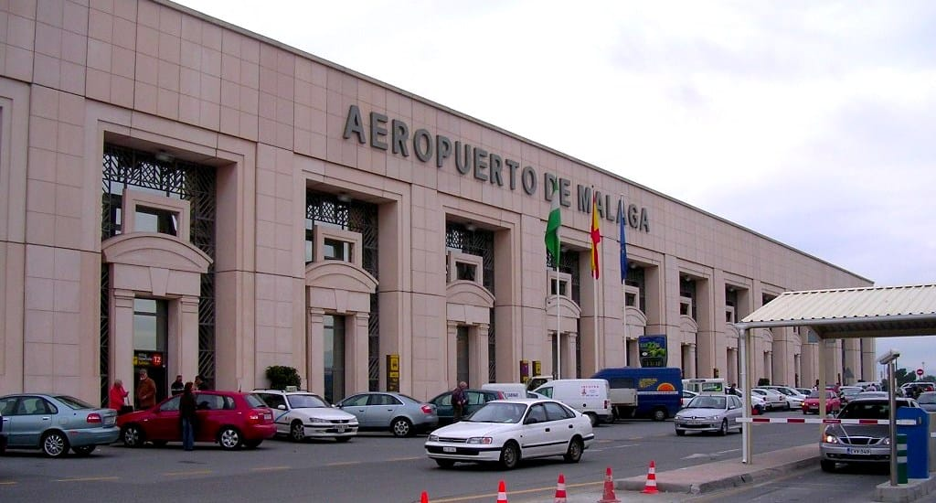 Fachada del Aeropuerto de Málaga en los años 80.
